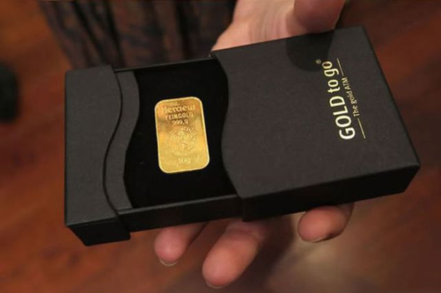 """The """"Gold to Go"""" ATM in Galeries"""