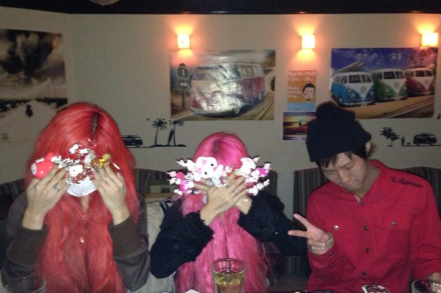 The Odd New Pointless Photo Trend to Hit Japan