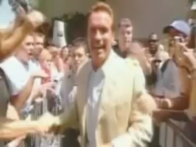 Schwarzenegger Gets Hit by an Egg, Then Gives an Awesome Reply