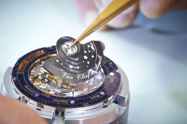 A Beautiful and Unique Watch Design Based on the Planets