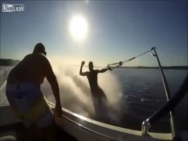 Superb Water Skiing Fail  (VIDEO)