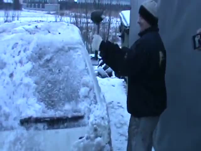 How to De-Ice a Car, Polish Style!  (VIDEO)