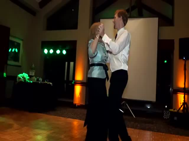 Most Amazing Mother-Son Wedding Dance Ever  (VIDEO)
