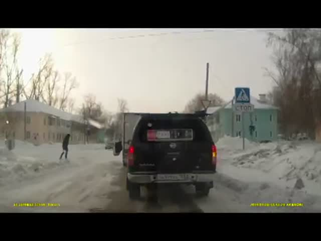 Russian Truck Driver Fights with a Pedestrian but Forgets Something...  (VIDEO)