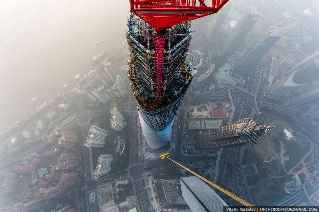 2 Russian Daredevils Climb the Shanghai Tower
