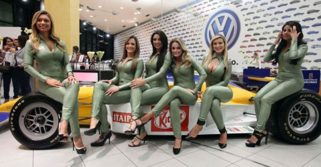 The Beautiful Brazilian Auto Show Girls Don't Disappoint