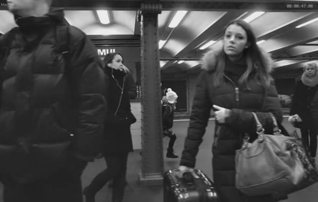 Time Gets Frozen in This Super Slow-Motion Footage of People Waiting for the Subway