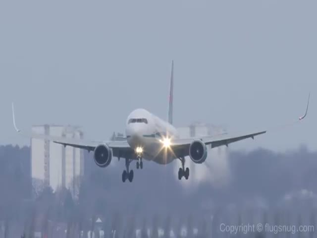 Landing a 120 Ton Boeing 767 Jetliner in Crazy Crosswinds