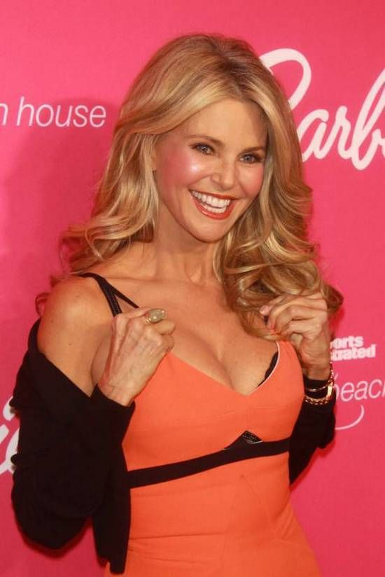 Christie Brinkley Has Barely Aged a Day and She Is Still Smoking Hot!