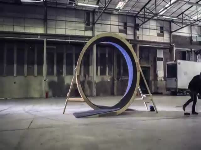 Damien Walters Runs a Complete 360 Degrees Loop the Loop