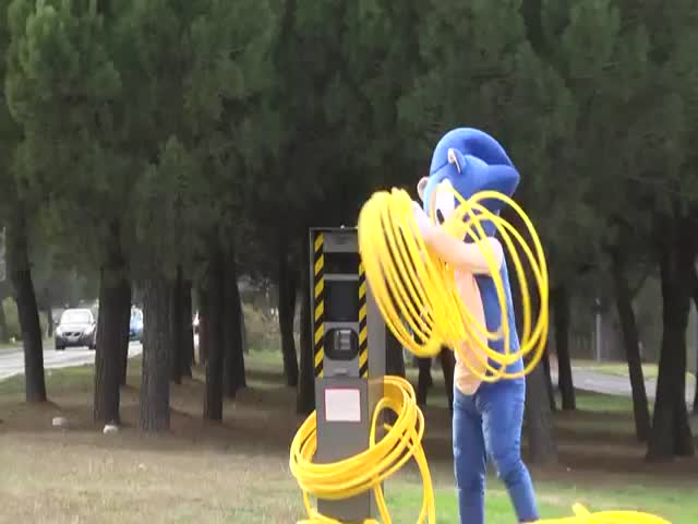 Sonic the Hedgehog Prank by Remi Gaillard  (VIDEO)