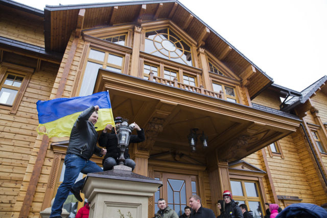 Inside the Abandoned Luxury Home of the Ukrainian President