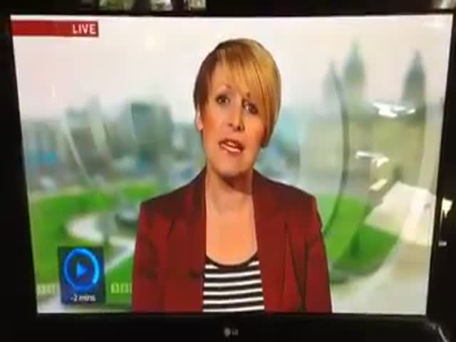 Hilarious Camera Fail during Live News Report