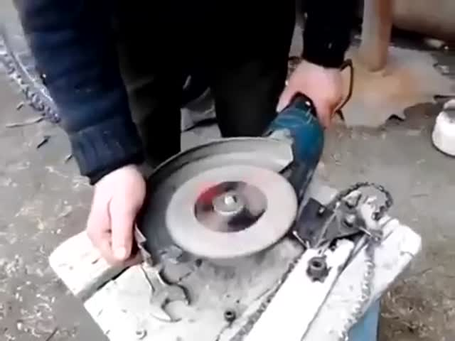 Guy Transforms a Circular Saw into a Chainsaw