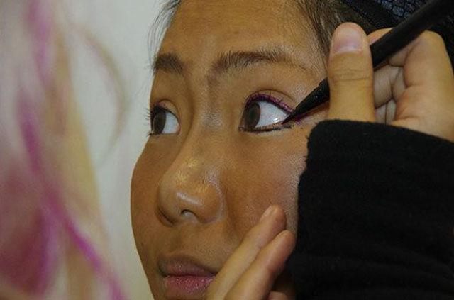 Odd Makeup Makeover Trend in Japan