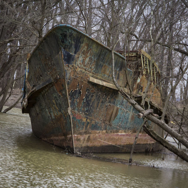 Kayakers Uncover a Ghost Ship on the Ohio River (28 pics) - Izismile.com