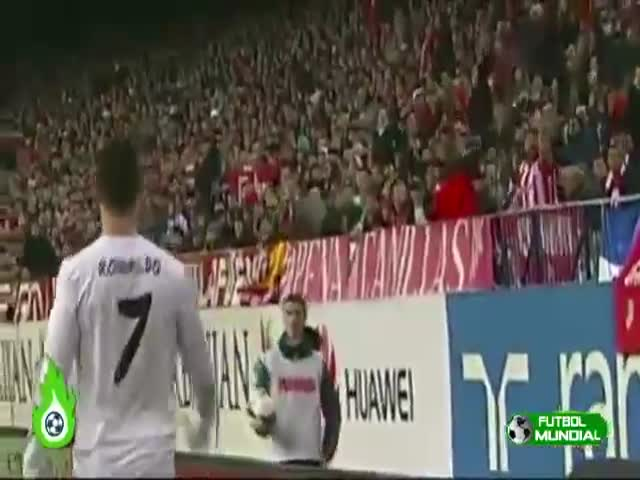 Ball Boy vs Cristiano Ronaldo  (VIDEO)