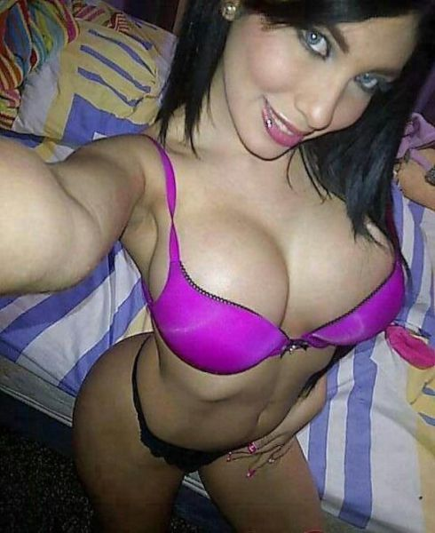 Sexy Selfies Are Women's Gifts to Men