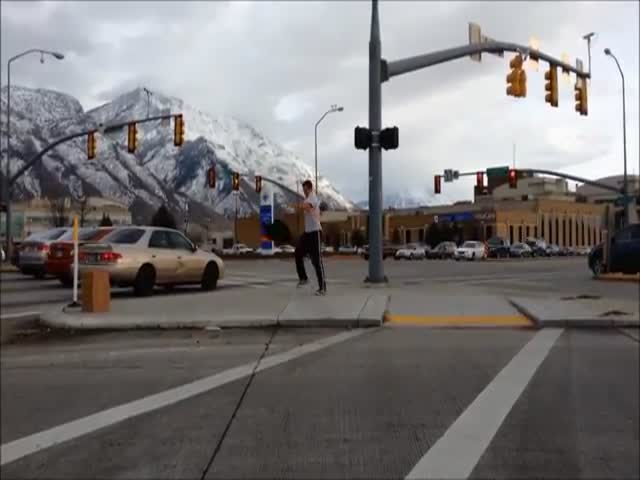 Guy Loses Bet, Has to Dance on Street Corner for 30 Minutes  (VIDEO)