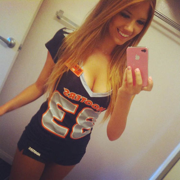 13 Hot Hooters Girls Have Some Fun During Break Times