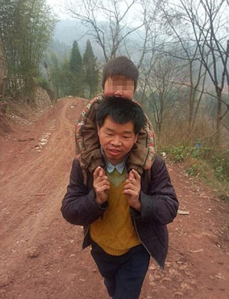 A Dad that Goes the Extra Mile for His Son…Literally!