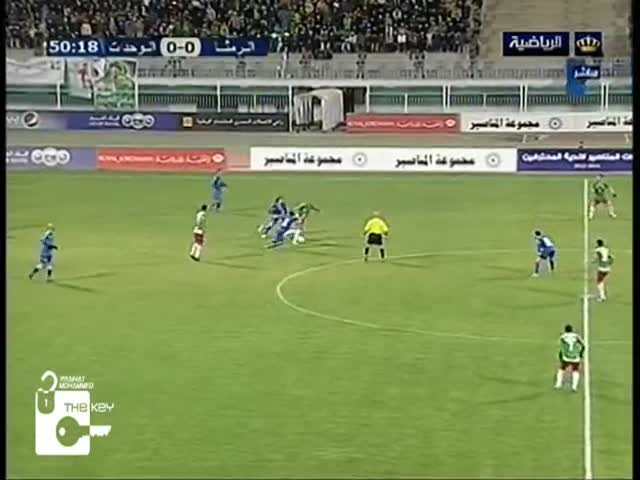 Craziest/Luckiest Back-Heel Goal Ever  (VIDEO)