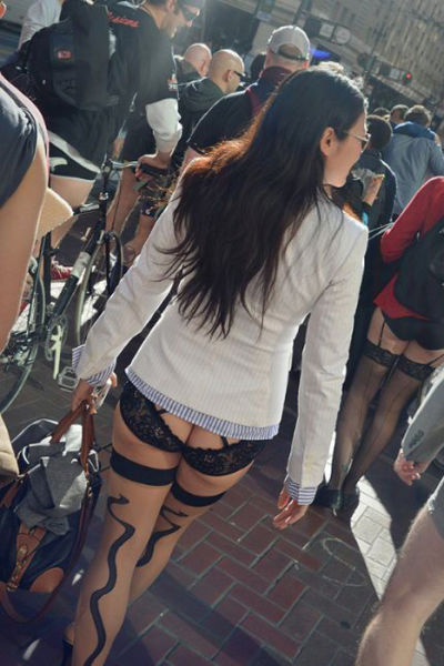 Sexy Chicks Just Doing Their Thing on the Streets