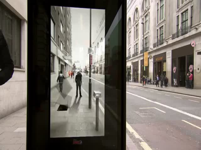 Cool Augmented Reality Bus Stop Prank