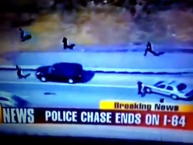 Cop Activates Turbo Mode during Man Chase  (VIDEO)
