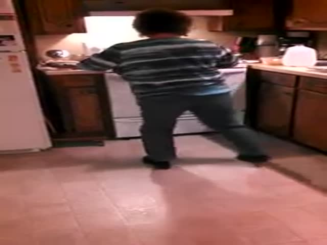 Grandma Grooves on 'Ice Ice Baby' in the Kitchen