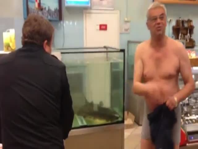 Meanwhile, in Russia: Drunk Man Does Shopping  (VIDEO)