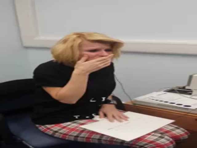 The Emotional Moment When a Deaf Woman Hears for the First Time  (VIDEO)