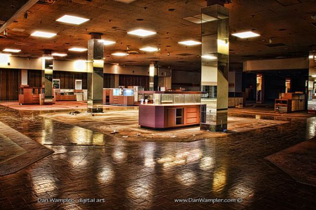 Interesting Pictures of American Abandoned Malls