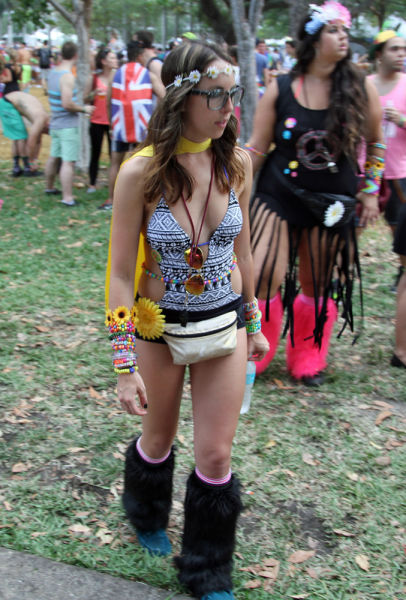 Candid edm raver babe in daisy duke short shorts - 1 part 10