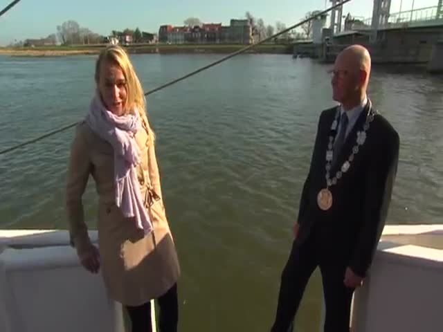 Reporter's Interview with the Mayor Goes Shorter Than Expected  (VIDEO)