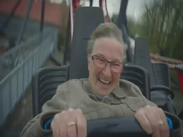 78-Year-Old Grandma Rides a Roller Coaster for the First Time  (VIDEO)