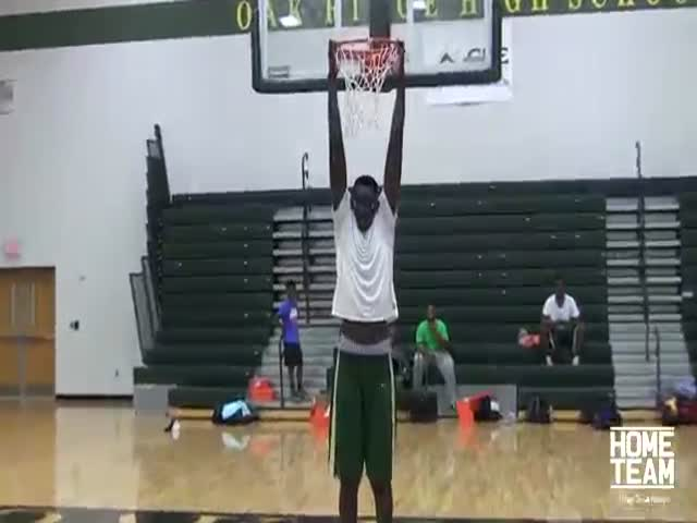 Meet the Tallest High School Basketball Player in the World