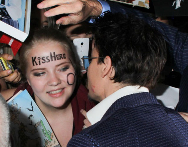 Girl Leaves Nothing to Chance When Meeting Johnny Depp