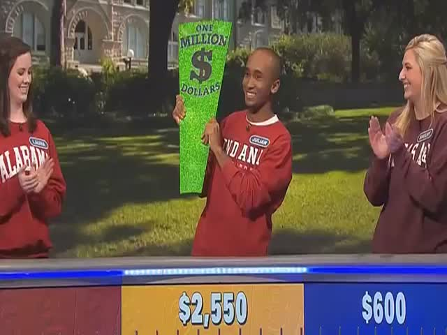 Luckiest 'Wheel of Fortune' Contestant Is also the Worst Player Ever  (VIDEO)