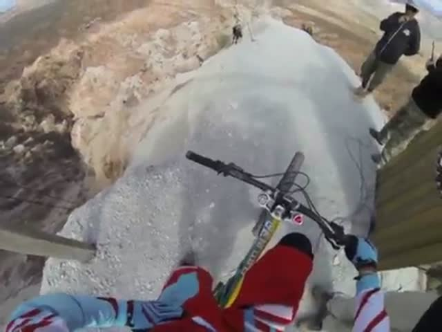 Extreme Mountain Bike Downhill That Is Pure Insanity  (VIDEO)