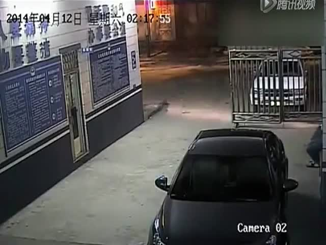 Scooter Rider Gives Robber Getaway to Better Drive Him to the Cops