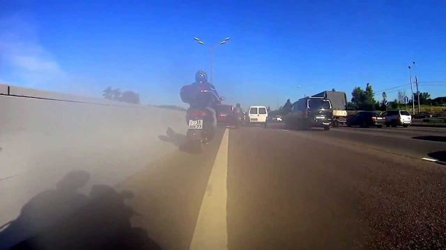 Russian Biker Recklessly Drives to +200 km/h through Traffic Jams