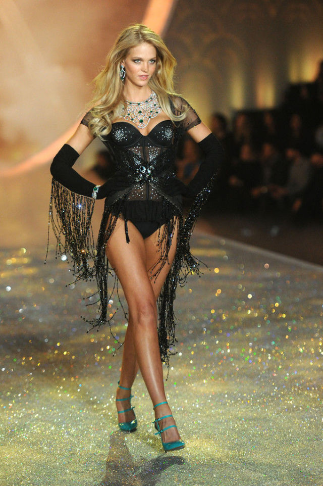 Victoria's Secret Fashion Show Moves from NYC to London
