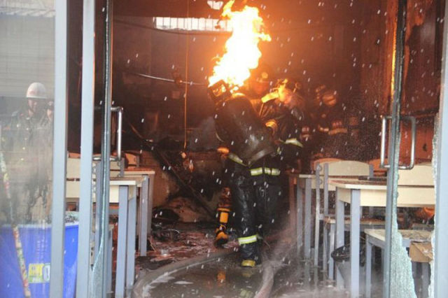 This Chinese Firefighter Has Guts!