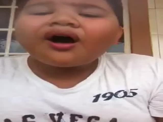 Epic Singing Kid Fail  (VIDEO)