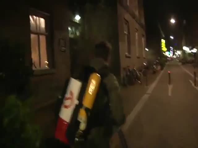 How to Get People to Stop Urinating in Public  (VIDEO)