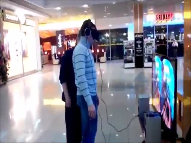 Russian Guy Gets the Fright of His Life Wearing Oculus Rift Glasses