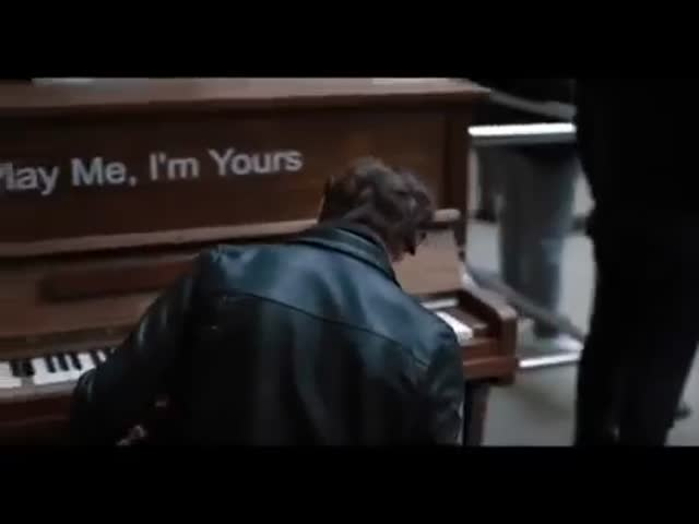 When a Professional Pianist Plays on a Public Piano