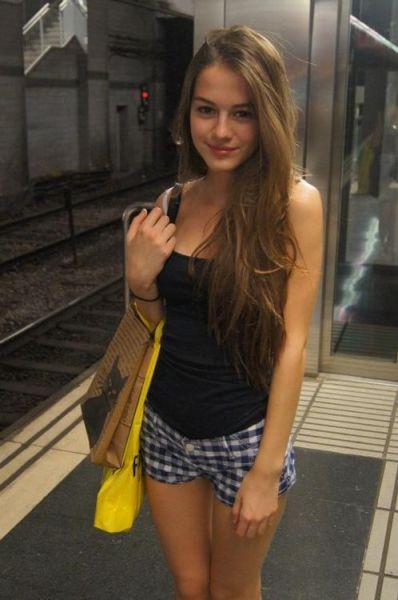 A Few Pretty Cute Girls 56 Pics  1 Gif - Izismilecom-4527