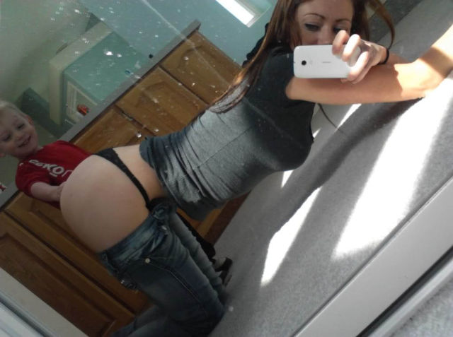 Mom Selfies From Some Of The Worst Moms Ever 34 Pics - Izismilecom-2273